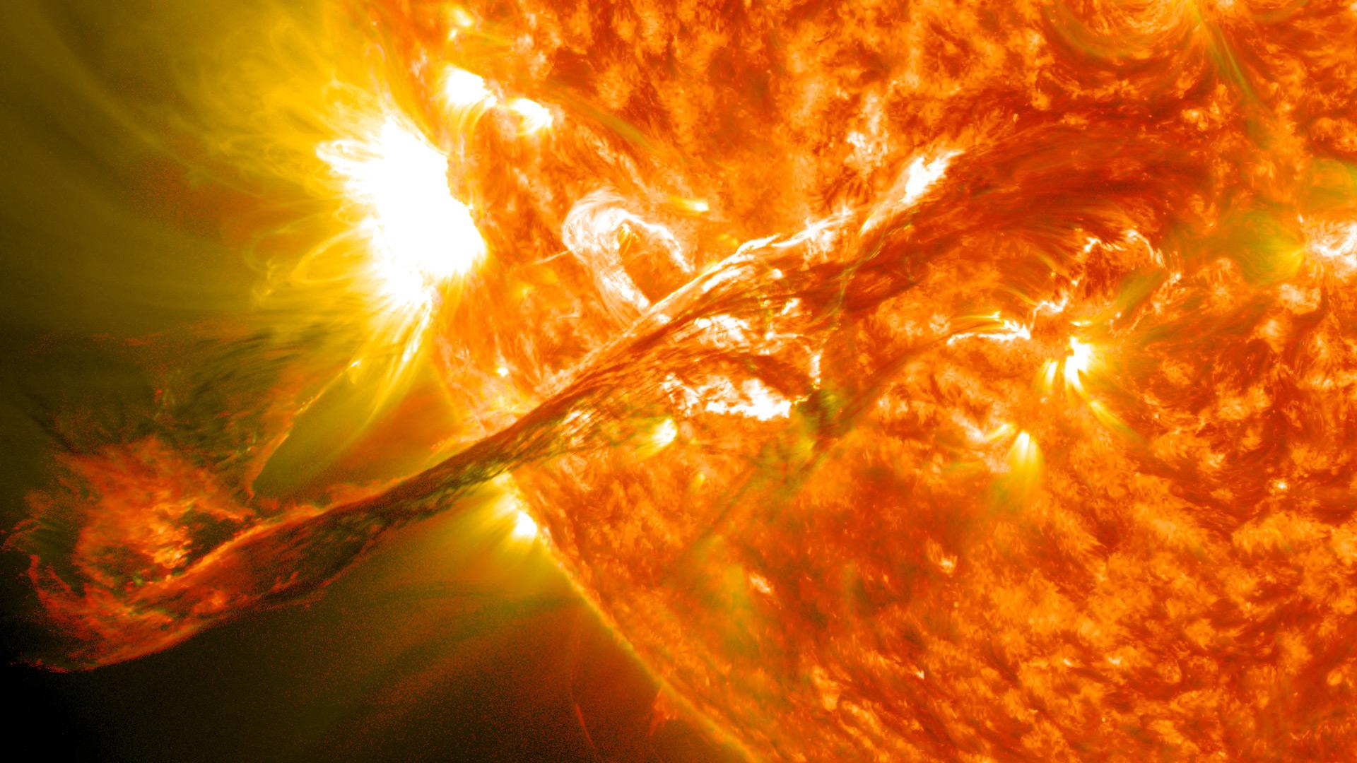 Dojde k megazemětřesení? CERN jede naplno a došlo k nejsilnější erupci na Slunci za tento rok