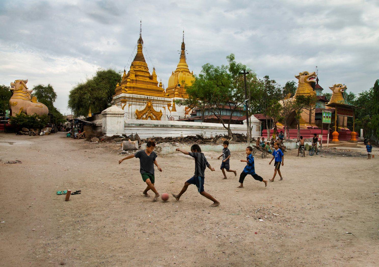 Jeden svět, jedna hra: fotbal jako univerzální jazyk