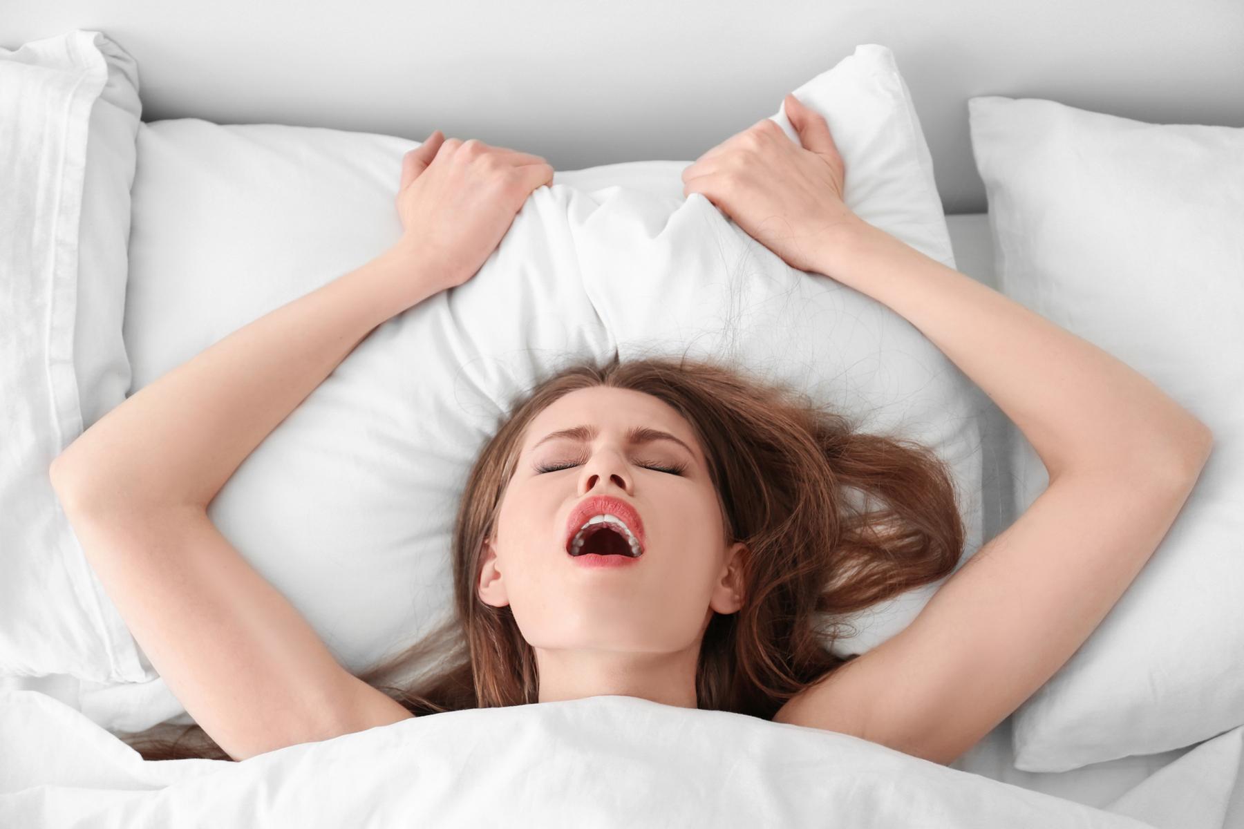 Zralá žena Křičí při orgasmu Orgasmu